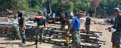 TNI AD KERJAKAN JEMBATAN HANYA DALAM WAKTU DELAPAN HARI